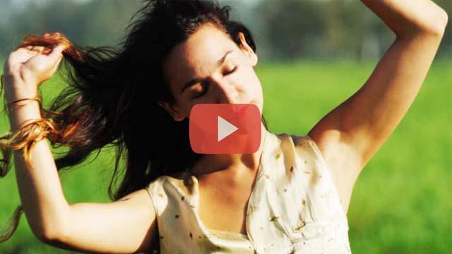 Daniela Herrero presenta video clip con sus fans