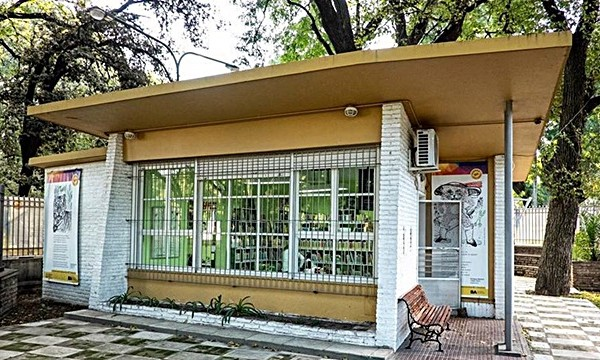 """Vecinos resisten el cierre de la Biblioteca Infantil """"Enrique Banchs"""""""