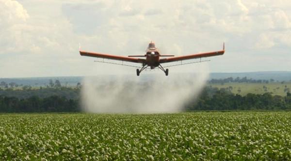 """""""Ningún agroquímico debe aplicarse a menos de 1000 metros de la población"""""""