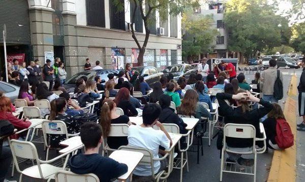 UBA: Filosofía y Letras para y se moviliza por los docentes de Edición