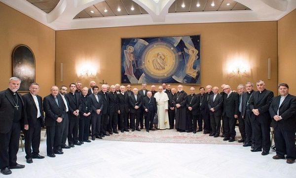 Renuncian obispos chilenos implicados en el escándalo de pedofilia