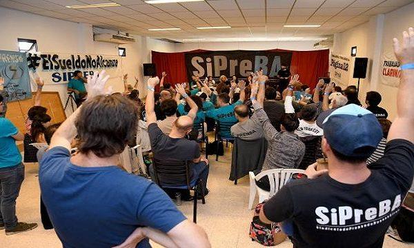 Editorial Atlántida: Despidos masivos, paro y salario en cuotas